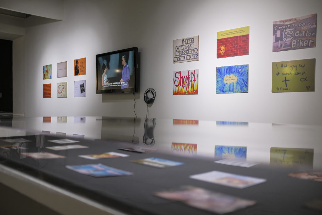 Frank Warren (USA) PostSecret 2005 – On going Postcards and installation